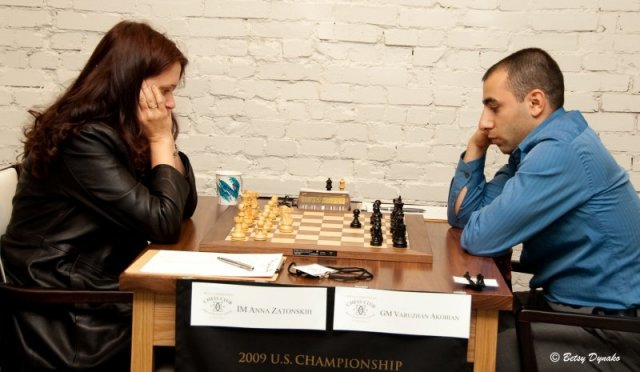 zatonskih-vs-akobian-round-one-us-champs-2009-27